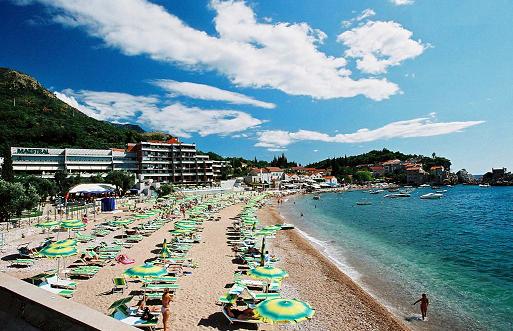 пляж на курорте пржно в черногории
