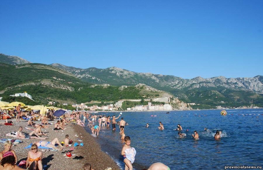 пляж на курорте бечичи